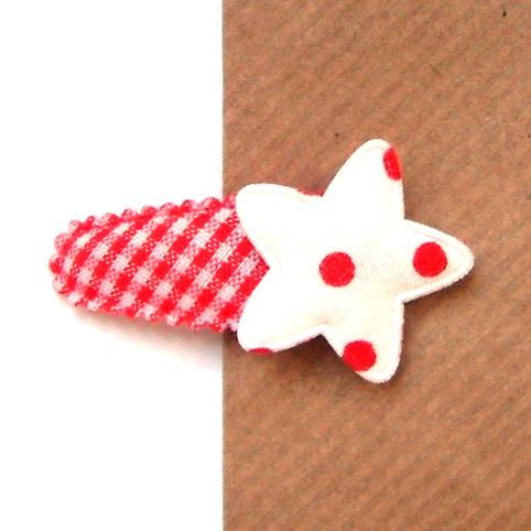 barrette bébé à étoile blanche sur vichy rouge